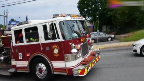 美国消防车出警,感受一下美国警报器,是怎么炸街的吧!