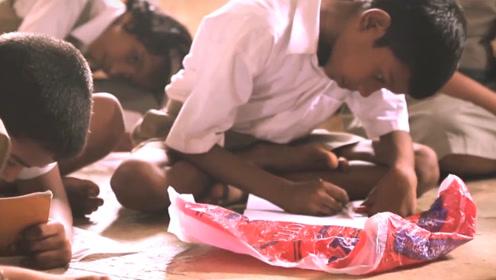 印度的创意设计,造福上万穷孩子,让他们用上了书桌和书包!