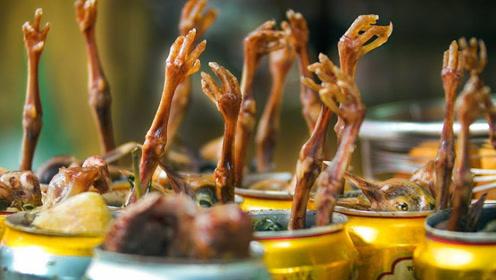 """越南特色的""""罐头小鸡"""",神奇的黑暗料理,你敢吃吗?"""