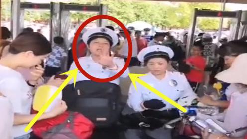 """""""侵犯隐私""""?上海迪士尼翻包现象依旧,游客排队依旧!"""