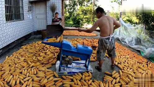 有了这机器,再也不怕费解放鞋了,农民省力的好帮手