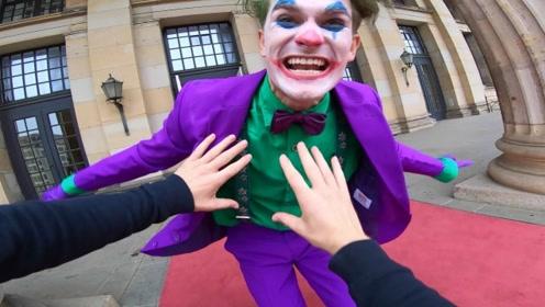 万圣节跑酷事件,小伙被小丑追赶,他能顺利逃脱吗?
