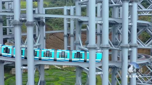 贵州大山有一个世界第一小高铁,行驶在专用轨道上
