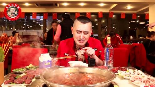 35年历史的重庆烂火锅,凌晨3点还不断上客,7个人一桌菜747元