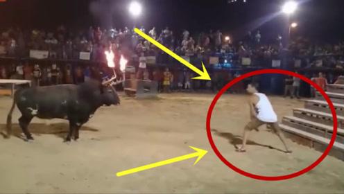 男子作死挑衅公牛,隔着屏幕都觉得痛,不是拍下谁信!