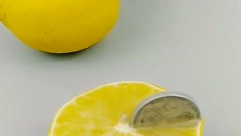 柠檬到底有多酸,一枚硬币插上去,真是开眼了