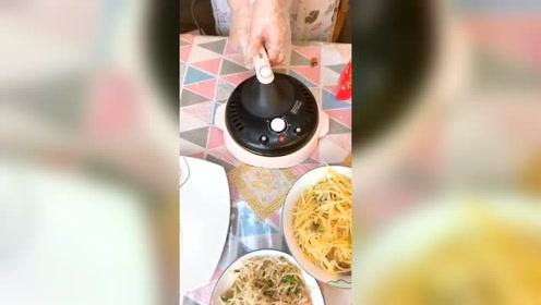 生活:有了这个薄饼机,做煎饼果子太简单了,生活家居!