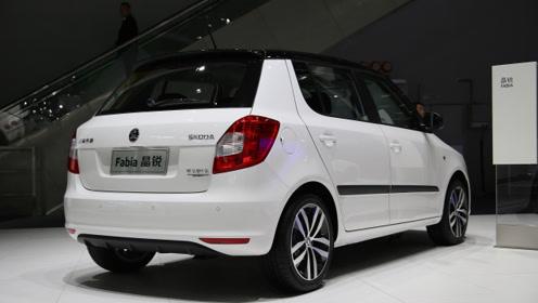 现在的轿车有多便宜?自动挡带EPS、中控大屏,价格也才6万起
