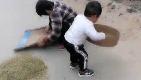 把儿子送乡下奶奶家一星期,姑姑发来一段视频,太给为娘长脸了!