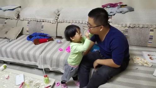 女儿折腾爸爸,爸爸还挺配合,亲生的要忍住,一定要忍住!
