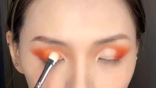 落日余辉的橘,超级适合秋天的妆容。