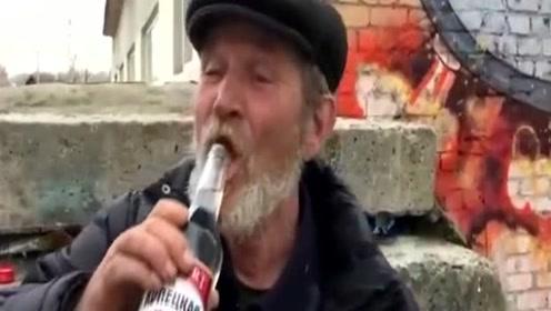 刚认识的俄罗斯大爷,我喝矿泉水的速度估计都没他这么快!