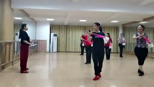 应子老师日常舞蹈课花絮,学员大扇舞作品练习,非常专业