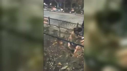 宿迁一小区住户疑因液化气泄漏爆燃致1死1伤玻璃碎片铺满街
