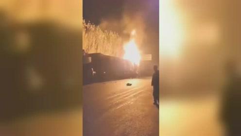 山西忻州4车深夜追尾起火 一司机全身烧焦黑不幸身亡