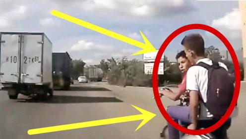 作死小伙故意挑衅轿车,帅不过3秒,结局令人大快人心!