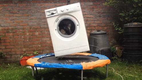 熊孩子把石头放进洗衣机中,启动后场面控制不住了,画面太魔性了!