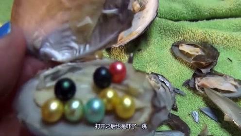 """女子购买河蚌回家食用,打开之后意外收获数颗""""宝贝""""且价值不菲,惊呆了!"""