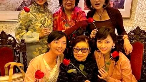 白雪仙徐小凤杜德伟为赵雅芝庆生,65岁的她冻龄迷人散发东方美
