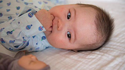 宝宝睡醒后有这个举动,说明大脑在发育,妈妈千万别轻易打扰!