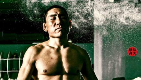 北漂农民工为梦想拼搏,36岁夺得搏击冠军,妻子却丢下孩子走了
