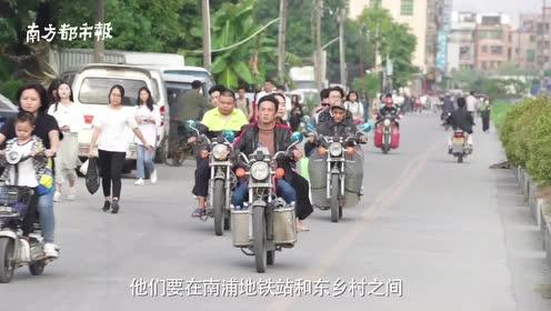 """广州丰收路摩托车搭客抢客!人流中上演""""生死时速"""""""
