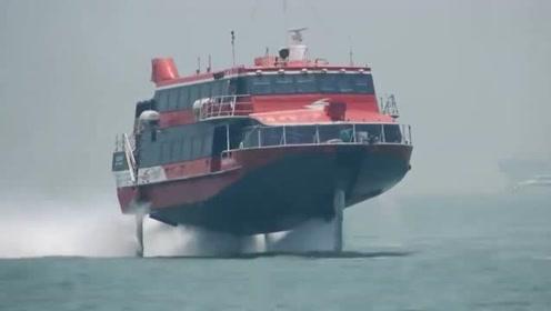 第一次见会飞得船!在海面飞行比游得还快 不知是什么高科技原理