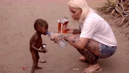 """当年非洲那个""""讨水男孩"""",现如今变成什么样了?"""