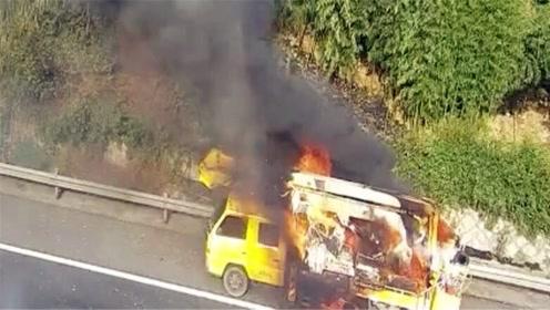 登高车高速上起火爆炸 后车记录仪拍下恐怖瞬间