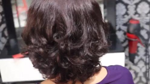 人到中年后烫这款发型,端庄又优雅,随便打理都有气质