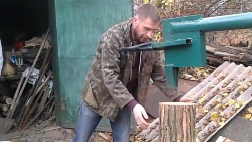 """50岁大叔自制""""劈柴机"""",称一天能劈20吨木头,80元造一台"""