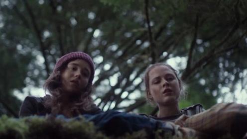 豆瓣6.1科幻片《森林深处》!两姐妹相依为命,妹妹惨遭侵犯