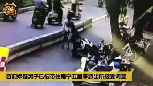 南宁警员拦截可疑电动车 遭对方冲撞受伤!