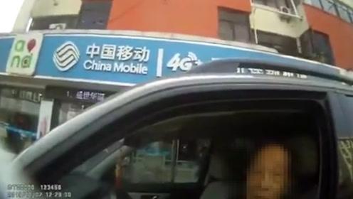 真老司机!太仓90岁老人无证开奔驰越野车,一查年龄民警都傻眼了