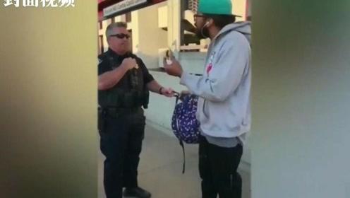 美国加州一男子在公交站台吃三明治,被警察铐上带走