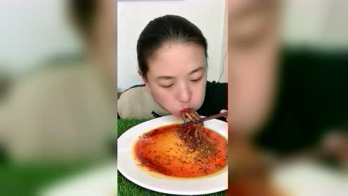 海鲜吃播:八爪鱼吃出面条的样子