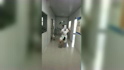 开心的小护士,乐观的心态