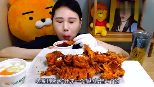 这半人高的巨型鱿鱼,小姐姐这吃相真是没朋友,脸都花了
