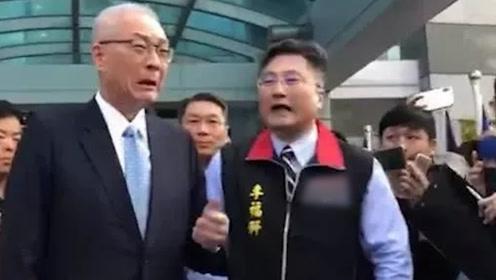 国民党不分区名单出炉 吴敦义列第十抱着支持者大哭三分钟