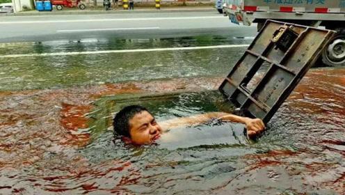 平民英雄!消防栓受损大量清水喷涌 他光着膀子下水井抢修