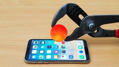 当1000度小铁球,放到手机屏幕上,下一秒会发生什么