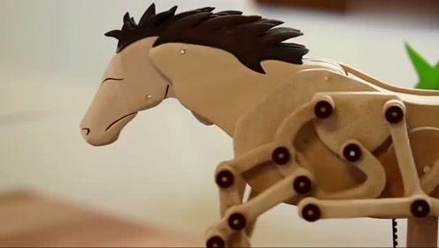 牛人设计的一匹机械马,结构太精致了,动起来更是有趣!