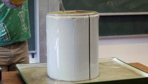 不起眼的空气威力有多大?老外用铁桶实验,瞬间就被挤瘪!