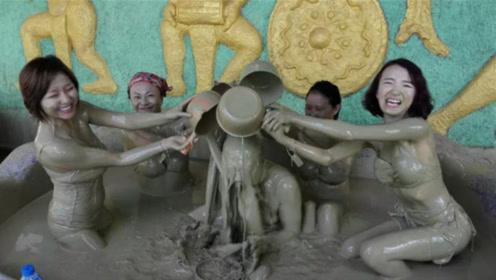 """世界上最""""脏""""浴池,成了男女游客的天堂,玩在一堆完全不顾形象"""