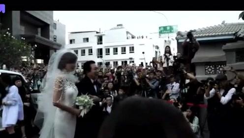 林志玲婚礼仪式开始,伴随婚礼进行曲缓步走向新郎,现场甜蜜温馨