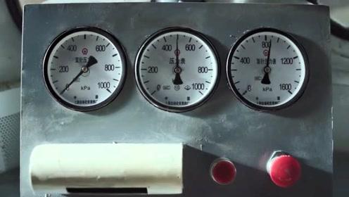 《奔腾年代》常汉卿的机车加速没到100就停了,冯仕高与他结梁子了