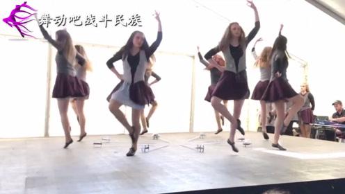 """欧洲女孩跳""""踢踏舞"""",轻盈得要飘起来了"""