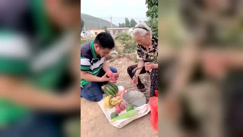 胖圆圆提醒婆婆把桃子卖贵点却把自己给坑了,结果让人捧腹大笑