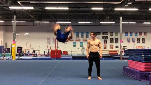 体操运动员健身者比拼,谁的综合性更强了,结果没想到差距这么大