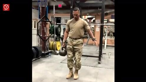 """美国大兵怎么练体能?专业军体训练大师""""带你飞""""!"""